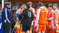 AERDENHOUT -  Teleurstelling bij Oranje , zaterdag nade Volvo 4-Nations  op de velden van Rood-Wit, tussen Nederland Jongens B en Engeland Jongens B . Jasper Brinkman, Eric vd Pol,   FOTO KOEN SUYK.
