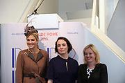 Koningin Maxima aanwezig bij Prix de Rome 2013. De Prix de Rome is de oudste en meest genereuze prijs voor jonge kunstenaars en architecten (tot 40 jaar) in Nederland. <br /> <br /> Queen Maxima attended Prix de Rome in 2013. The Prix de Rome is the oldest and most generous prize for young artists and architects (under 40 years) in the Netherlands.<br /> <br /> Op de foto / On the photo:  Falke Pisano (M), winnares van de Prix de Rome, poseert met koningin Maxima en minister Jet Bussemaker van OCW. / Falke Pisano (M), winner of the Prix de Rome, poses with Queen Maxima and Jet Bussemaker Minister of Education.