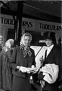 09/08/1962<br /> 08/09/1962<br /> 09 August 1961<br /> RDS Horse Show, Ballsbridge Dublin, Thursday. <br /> Picture show Sisters at Show, Mrs T.N. Desmond, Estate House, Middleton, Co. Cork and Miss Mercedes Punch, Kilronan, Glanmire, Co. Cork.