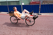 Gerard Arends rijdt op zijn ligfiets door Utrecht.<br /> <br /> Gerard Arends is riding his recumbent bike in Utrecht.