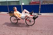 Gerard Arends rijdt op zijn ligfiets door Utrecht.<br /> <br /> Gerard Arends is riding his recumbent bike in Utrecht.