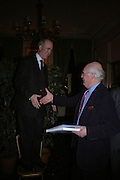 Charles Saumeraz Smith and Hugh Tempest-Radford. Maggi Hambling The Works, and Conversations with ?Andrew Lambirth. the Polish Club. 18 January 2006.  ONE TIME USE ONLY - DO NOT ARCHIVE  © Copyright Photograph by Dafydd Jones 66 Stockwell Park Rd. London SW9 0DA Tel 020 7733 0108 www.dafjones.com