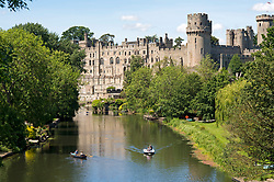 © Licensed to London News Pictures. 22/06/2019. Warwick, Warwickshire, UK. People enjoy the weather on the river Avon by Warwick Castle during a hot summers day. Photo credit: LNP