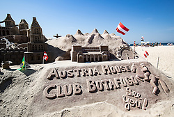 "06.08.2016, Copacabana, Rio de Janeiro, BRA, Rio 2016, Olympische Sommerspiele, im Bild Sandfigur ""Austria Haus"" // sand figure ""Austria House"" during the Rio 2016 Olympic Summer Games at the Copacabana in Rio de Janeiro, Brazil on 2016/08/06. EXPA Pictures © 2016, PhotoCredit: EXPA/ Johann Groder"