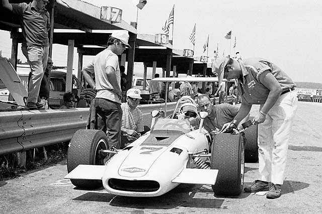 Tony Adamowicz (in cockpit) and crew chief Carroll Smith (with clipboard) and their F5000 championship winning Eagle-Chevy at Elkhart Lake in 1969
