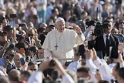 October 10, 2018 - Vatican City, Vatican - POPE FRANCIS arrives with the popemobile in St.Peter's Square on the occasion of his weekly general audience at the Vatican. (Credit Image: © Massimo Valicchia/NurPhoto via ZUMA Press)