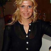 """NLD/Amstelveen/20060403 - Boekpresentatie """"ook moeder"""" Leontine Borsato - Ruiters, Estelle Gullit - Cruijff"""