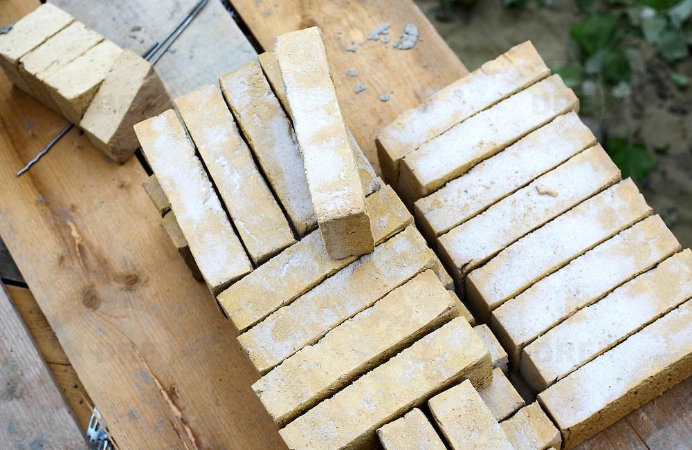Nederland Zuid-Holland Zoetermeer  27-08-2009 20090827 Foto: David Rozing ..Serie over bouwsector,woningbouw. Stilleven bakstenen, bricks. .Holland, The Netherlands, dutch, Pays Bas, Europe ..Foto: David Rozing
