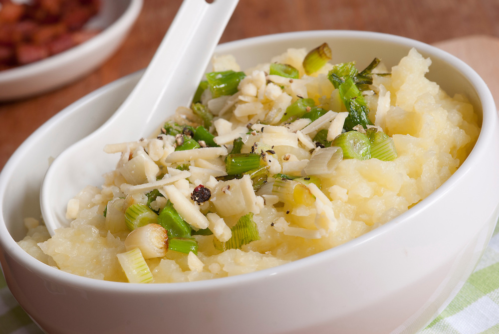 Mashed potatoes with cheese and spring onions