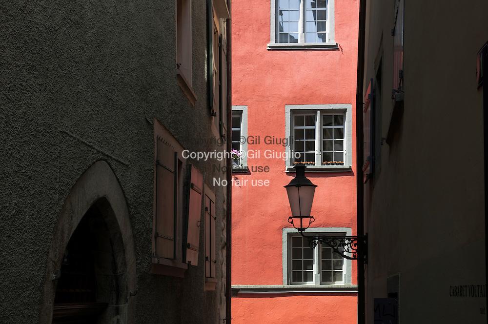 Suisse, Canton de Zurich, ville de Zurich, ruelle du Cabaret Voltaire dans lea ville-ville // Switzerland, Zurich canton, city of Zurich, lane of the Cabaret Voltaire in old town