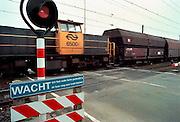 Nederland, Zevenaar 8-3-2001..Goederentrein van de NS rijdt langs een spoorwegovergang. Betuwelijn...Foto: Flip Franssen/Hollandse Hoogte