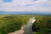 A view of the Anzu River flowing calmly through the jungle, with the Andes in the background.