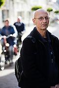 Portret van Wim Eickholt, die een boek heeft geschreven over een jaar dakloos zijn en de manier waarop instanties en mensen met daklozen en verslaafden omgaan.