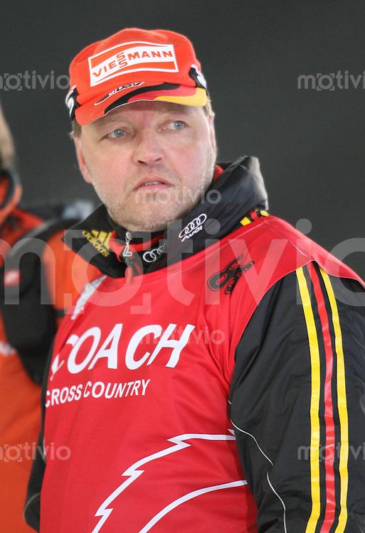 Sapporo , 210207 , Nordische Ski Weltmeisterschaft  Erster Trainingstag im Sapporo - Dome , Bundestrainer Jochen BEHLE (GER)