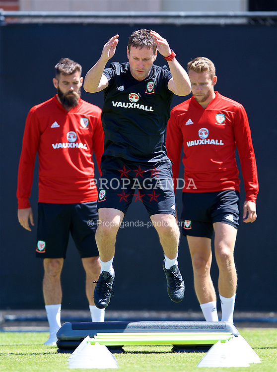 LOS ANGELES, USA - Friday, May 25, 2018: Wales' head of performance Tony Strudwick during a training session at UCLA ahead of the International friendly match against Mexico. (Pic by David Rawcliffe/Propaganda)