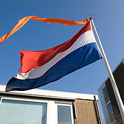 "Nederland Utrecht 31 januari 2009 20090131 Foto: David Rozing ..Serie vogelaarwijk Kanaleneiland .Nederlandse vlag Dutch flag voor woning, in achterstandsbuurt met overwegend allochtone inwoners.Reportage documentary on deprived area / projects "" Kanaleneiland "" This area is on a list with projects which need help of the government because of degradation in the area etc..Foto: David Rozing"