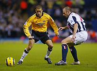Fotball<br /> Premier League England 2004/2005<br /> Foto: BPI/Digitalsport<br /> NORWAY ONLY<br /> <br /> 03.01.2005<br /> West Bromwich Albion v Newcastle United<br /> <br /> Kieron Dyer of Newcastle (L) takes on Ronnie Wallwork