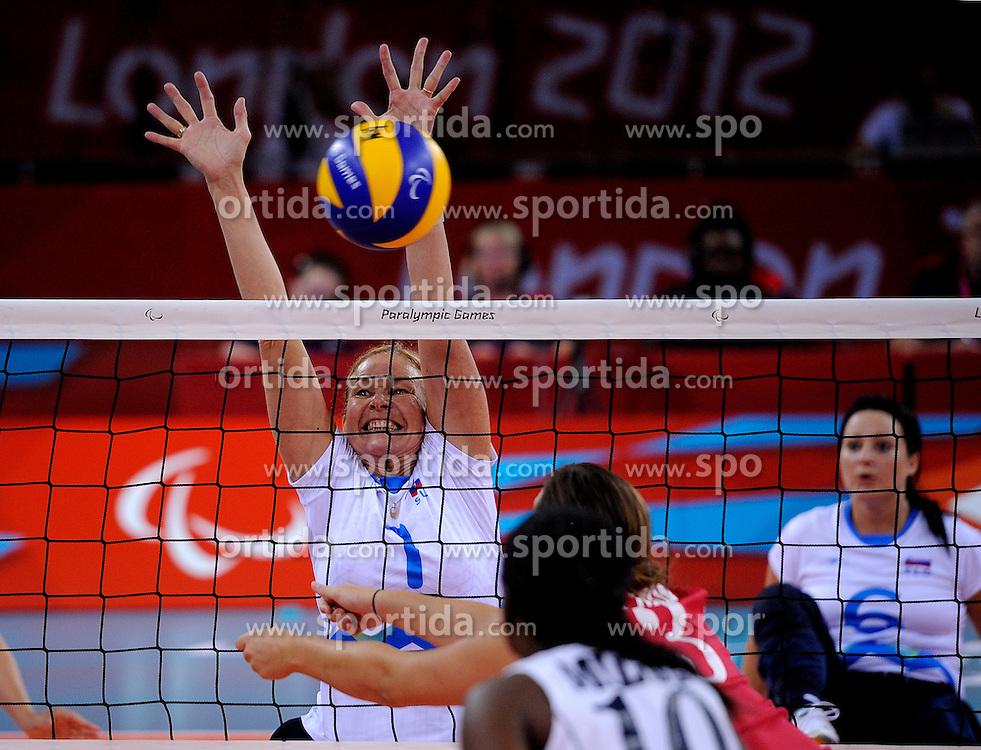 01-09-2012 ZITVOLLEYBAL: PARALYMPISCHE SPELEN 2012 USA - SLOVENIE: LONDEN.In ExCel South Arena wint USA van Slovenie / Anita GOLTNIK URNAUT.©2012-FotoHoogendoorn.nl.