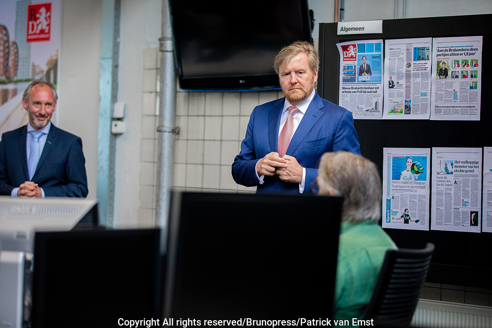 's-Hertogenbosch, 13-07-2021, Brabants Dagblad<br /> <br /> Koning tijdens een werkbezoek aan de redactie van het Brabants Dagblad in 's-Hertogenbosch ter gelegenheid van het 250-jarig bestaan van de krant.<br /> FOTO: Brunopress/Patrick van Emst<br /> <br /> Koning during a working visit to the editors of the Brabants Dagblad in 's-Hertogenbosch on the occasion of the 250th anniversary of the newspaper.