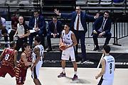 DESCRIZIONE : Bologna Lega A 2015-16 Obiettivo Lavoro Virtus Bologna - Umana Reyer Venezia<br /> GIOCATORE : Abdul Gaddy Walter De Raffaele<br /> CATEGORIA : Palleggio Mani Delusione<br /> SQUADRA : Obiettivo Lavoro Virtus Bologna<br /> EVENTO : Campionato Lega A 2015-2016<br /> GARA : Obiettivo Lavoro Virtus Bologna - Umana Reyer Venezia<br /> DATA : 04/10/2015<br /> SPORT : Pallacanestro<br /> AUTORE : Agenzia Ciamillo-Castoria/GiulioCiamillo<br /> <br /> Galleria : Lega Basket A 2015-2016 <br /> Fotonotizia: Bologna Lega A 2015-16 Obiettivo Lavoro Virtus Bologna - Umana Reyer Venezia