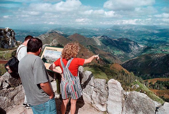 Spanje Picos de Europa 23-5-1999Uitzichtspunt over het ruige berglandschap van Noord SpanjeFoto: Flip Franssen/Hollandse Hoogte