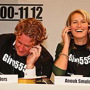 NLD/Hilversum/20100121 - Benefietactie voor het door een aardbeving getroffen Haiti, Edwin Smulders en partner Anouk Smulders - Voorveld