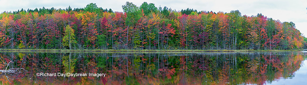 64776-01112 Thornton Lake in fall Alger Co. MI