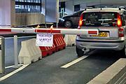 Nederland, Nijmegen, 14-12-2020 In een parkeergarage in de stad is het ook verplicht een mondkapje te dragen.. Foto: ANP/ Hollandse Hoogte/ Flip Franssen