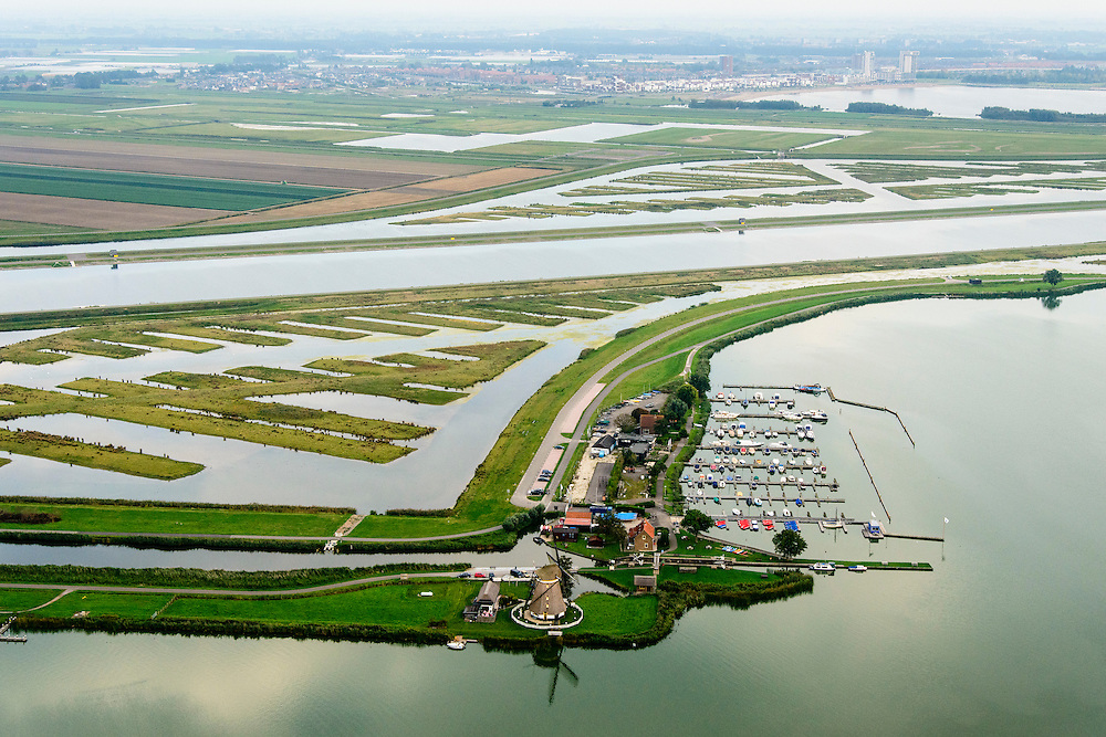 Nederland, Zuid-Holland, Midden-Delfland, 28-09-2014; <br /> Rottemeren met Willem-Alexander roeibaan in de Eendragstpolder.  Eendrachtsmolen. Eendragtspolder wordt heringericht ten behoeve van waterberging en recreatie.<br /> Polder is being redesigned for water storage and recreation. Construction international rowing course Willem-Alexander.<br /> luchtfoto (toeslag op standard tarieven);<br /> aerial photo (additional fee required);<br /> copyright foto/photo Siebe Swart