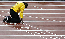 2017?8?13?.       ?????1???——?????.         8?13?????????????????????.        ???????????2017?????????????????????????????????????????????.        ????????.(SP) BRITAIN-LONDON-ATHLETICS-WORLD CHAMPIONSHIPS-DAY 10.(170813) -- LONDON, Aug. 13, 2017 -- Usain Bolt of Jamaica kneels down at the finish line as he bids farewell after his last World Athletics Championships during day ten of the IAAF World Championships 2017 at the London Stadium in London, Britain on Aug. 13, 2017. (Credit Image: © Han Yan/Xinhua via ZUMA Wire)