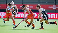 EINDHOVEN - Lidewij Welten (Ned) met Elisa Gräve (Ger)     tijdens de Pro League hockeywedstrijd  Nederland-Duitsland.   COPYRIGHT KOEN SUYK
