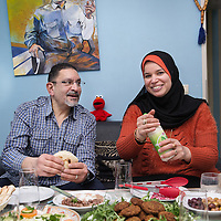 Nederland, Amsterdam, 2 februari 2016.<br /> Mona Ghadir uit de Transvaalbuurt doet boodschappen in de Pretoriastraat om falaffel te maken.<br /> Daarna gaat ze naar huis om de falaffel te prepareren en vervolgens samen met haar man lekker tijdens de lunch op te eten met wat salade.<br /> <br /> Reportage of egyptian Mona Ghadir living in Amsterdam. Today she shops for ingredients and prepares typical egyptian dishes. <br /> <br /> Foto: Jean-Pierre Jans