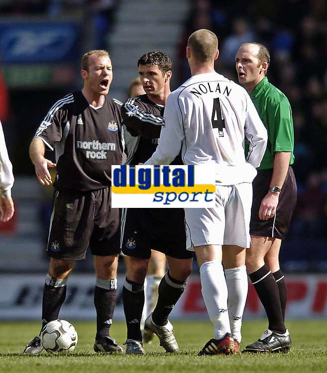 Photo. Jed Wee.<br /> Bolton Wanderers v Newcastle United, FA Barclaycard Premiership, Reebok Stadium, Bolton. 28/03/2004.<br /> Newcastle's Alan Shearer (L) loses his cool and gets into a shouting match with Bolton's Kevin Nolan.