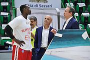 DESCRIZIONE : Beko Legabasket Serie A 2015- 2016 Dinamo Banco di Sardegna Sassari - Olimpia EA7 Emporio Armani Milano<br /> GIOCATORE : Rakim Sanders Federico Pasquini<br /> CATEGORIA : Before Pregame Ritratto Allenatore Coach Fair Play<br /> EVENTO : Beko Legabasket Serie A 2015-2016<br /> GARA : Dinamo Banco di Sardegna Sassari - Olimpia EA7 Emporio Armani Milano<br /> DATA : 04/05/2016<br /> SPORT : Pallacanestro <br /> AUTORE : Agenzia Ciamillo-Castoria/C.AtzoriCastoria/C.Atzori