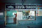 Spanje, Algeciras 1999Verkoop van boot tickets naar Marokko.Foto: Flip Franssen