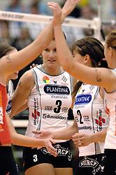 08-10-2006 VOLLEYBAL: SUPERCUP DELA MARTINUS - PLANTINA LONGA: DOETINCHEM<br /> Martinus wint vrij eenvoudig met 3-0 van Longa en pakt de Supercup / Nathalie Reulink<br /> ©2006: WWW.FOTOHOOGENDOORN.NL