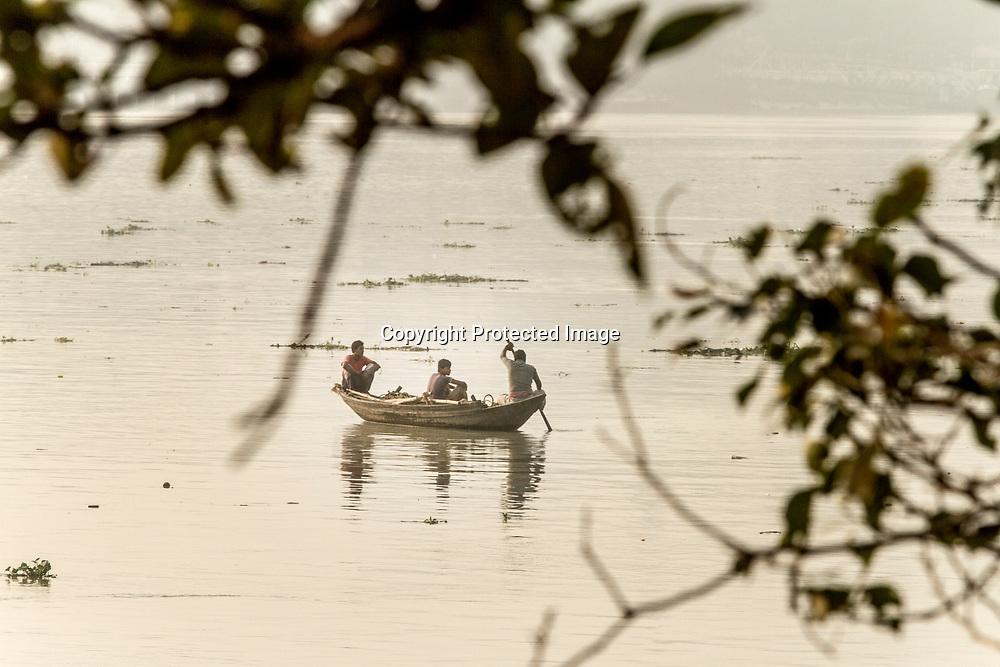 Kolkata Calcutta West Bengal India<br /> <br /> Fiskebåt på Hooghly floden eller Ganges<br /> <br /> <br /> <br /> FOTO JOACHIM NYWALL KOD0520002<br /> COPYRIGHT KAMERAPRESS.SE<br /> <br /> ****BETALBILD****<br /> Redovisas till: Kamerapress.se<br />                        Vita Gavelns väg 10<br />                        426 71 Västra Frölunda<br />  Prislista: BLF, om ej annat avtalats