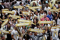 September 4, 2017 - Vatican City State (Holy See) - Members of the Catholic Community  ''Shalom'' in Paolo VI hall at the Vatican send their greeting to Pope Francis.  (Credit Image: © Evandro Inetti via ZUMA Wire)