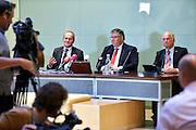 Nederland, Nijmegen, 15-9-2015Persconferentie van Burgemeesters Bruls van Nijmegen, de burgemeester van Heumen Paul Mengde en Gerard Bakker, directeur van het COA (links) vanwege het besluit om asielzoekers, vluchtelingen, tijdelijk te huisvesten in een tentenkamp op Heumensoord.In 1998, werd er ook een noodkamp gevestigd. Destijds werd op Heumensoord onderdak geregeld voor een kleine 1.000 asielzoekers.Voor de Vierdaagseweek wordt er altijd een kamp voor de huisvesting van zo'n 6.000 militairen neergezet.FOTO: FLIP FRANSSEN/ HH