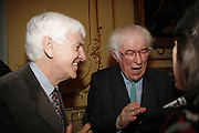 SEAMUS HEANEY. Seamus Heaney reading and party. Irish Embassy. Grosvenor Place. 21 April 2006. ONE TIME USE ONLY - DO NOT ARCHIVE  © Copyright Photograph by Dafydd Jones 66 Stockwell Park Rd. London SW9 0DA Tel 020 7733 0108 www.dafjones.com