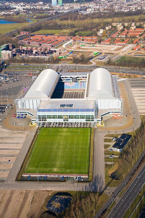 Nederland, Gelderland, Arnhem, 11-02-2008; Gelredome, overdekt voetbalstadion in de wijk Elden met Vitesse als thuisclub; het stadion wordt ook gebruikt voor concerten en evenementen; het multifunctionele superstadion heeft een verschuifbaar dak (afhankelijk van het weer is het dak geopend of gesloten) en een verplaatsbare grasbak met verschuifbaar veld; het voetbaldveld krijgt op deze wijze voldoende zonlicht, de betonnen vloer binnen kan gebruikt worden voor manifestaties e.d. zonder dat het gras beschadigd; ; stadion, voetbalclub, voetbal, manifestatie, evenement, concert, Gelredrome, gelre dome, grasmat, stadiontheater, ..luchtfoto (toeslag); aerial photo (additional fee required); .foto Siebe Swart / photo Siebe Swart