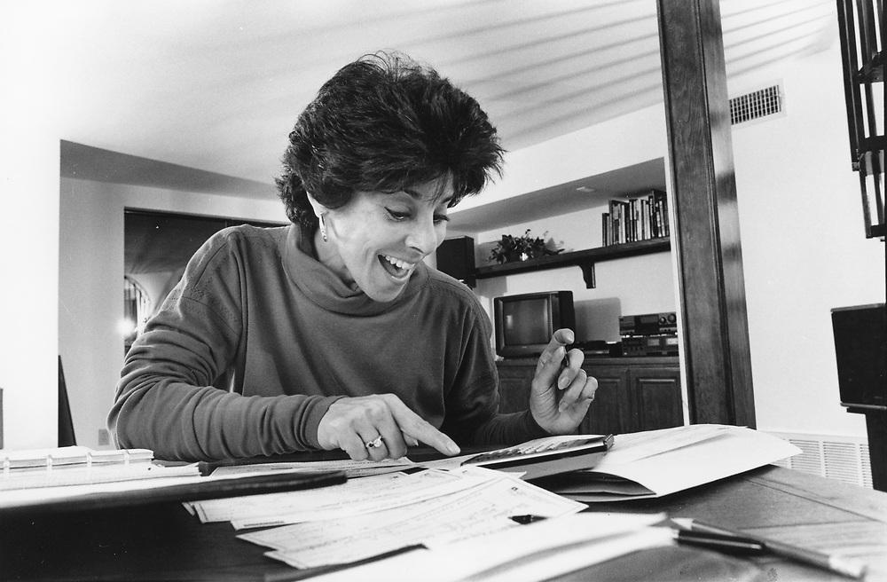 ©1992 Jewish-American woman balancing checkbook MR EH-0357