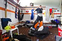 HAREN - hockey, GHHC, keeper van B1 in de kleedkamer.  FOTO KOEN SUYK