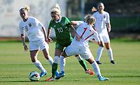 Fotball , 15. januar 2015 , privatkamp , kvinner , damer<br /> Norge - Irland 3-1<br /> Norway - Ireland<br /> Solveig Gulbrandsen , Norge (8)<br /> Denise O´Sullivan , Irland<br /> Lene Mykjåland , Norge (17)
