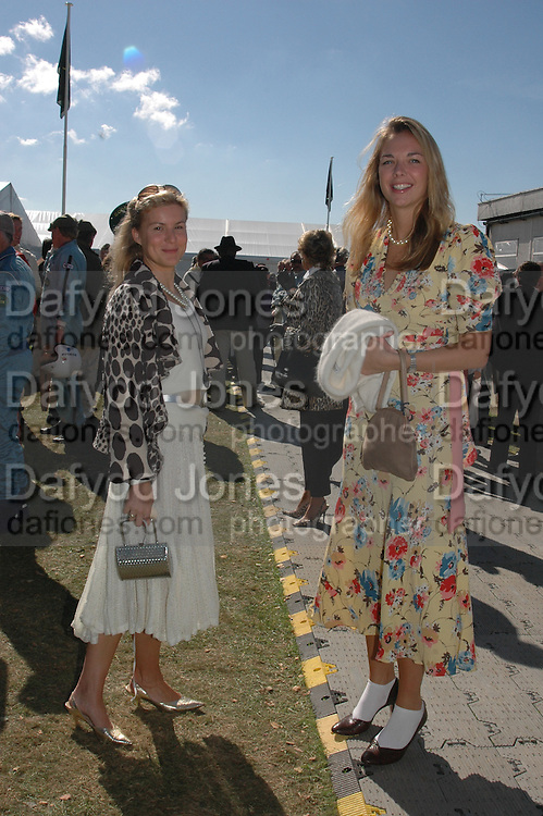 Alex Gore Browne and Tory Cook, Goodwood Revival Meeting. Saturday 17 September 2005.  ONE TIME USE ONLY - DO NOT ARCHIVE  © Copyright Photograph by Dafydd Jones 66 Stockwell Park Rd. London SW9 0DA Tel 020 7733 0108 www.dafjones.com