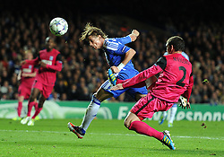19.10.2011, Stamford Bridge Stadion, London, ENG, UEFA CL, Gruppe E, Chelsea FC (ENG) vs Racing Genk (BEL), im Bild Chelsea's Fernando Torres scores his side's third goal // during UEFA Champions League group E match between Chelsea FC (ENG) and Racing Genk (BEL) at Stamford Bridge Stadium, London, United Kingdom on 19/10/2011. EXPA Pictures © 2011, PhotoCredit: EXPA/ Propaganda Photo/ Chris Brunskill +++++ ATTENTION - OUT OF ENGLAND/GBR+++++
