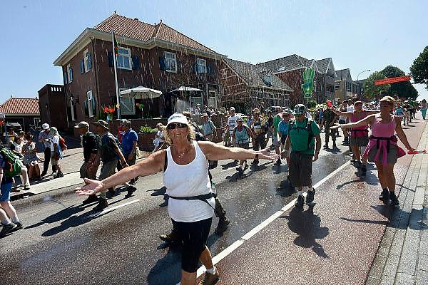 Nederland, Nijmegen, Groesbeek, 18-7-2013<br /> 4Daagse, Dag van Groesbeek, Zevenheuvelenweg. De vierdaagse is het grootste wandelevenement ter wereld. <br /> Foto: Flip Franssen