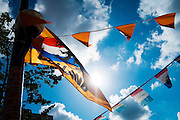 In Utrecht wappert een oranje vlag als steun voor het Nederlands elftal tijdens het EK Voetbal.<br />