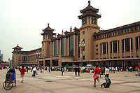 Beijing Railway Station opened in the 1950s, as can be seen from its architecture which merges traditional Chinese architecture with 50s design.<br />