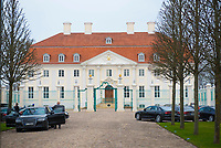 DEU, Deutschland, Germany, Gransee, 11.04.2018: Kabinettsitzung im Rahmen der Klausurtagung des Bundeskabinetts im Schloss Meseberg. Dienstwagen der Bundesminister.